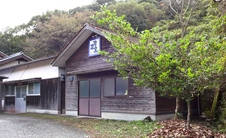 美しい自然に囲まれた小さな工房です。