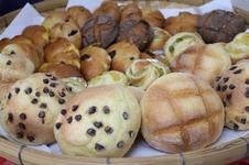 メロンパン、クリームパン、いちじくくるみパンなどたくさんの種類をご用意しています。