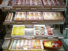 贈答品としてもおすすめの焼き菓子や水菓子もご用意しています。