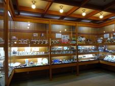 有田の窯元・商社の商品の紹介や販売を行っているギャラリーもあります。<br />旅の記念やお土産用のお買い物をお楽しみいただけます。<br />詳しくは<a target='_blank' href='http://www.arita.jp/shop/post_75.html'>こちら</a>。