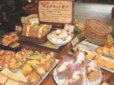自然派の厳選素材による手作りのお菓子も。
