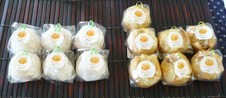 金柑大福&金柑パイ ¥150<br />金柑をまるごと包んだ大福とパイです。<br />金柑のほんのりとした独特な苦味と餡の甘味が絶妙にマッチしています。
