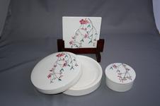 しだれ桜文日月硯揃<br />硯は水洗いで白くなります。