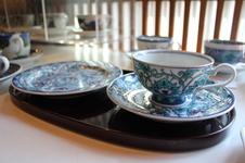 トルコブルーの色がきれいなティーカップとケーキ皿のセット