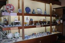 百貨店よりはるかに多くの源右衛門窯の商品を取り扱っている