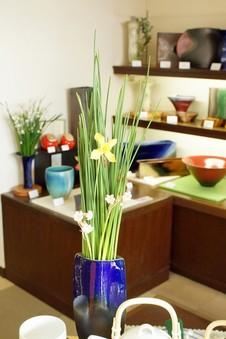 手造りの花器もたくさんあります。