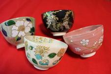 季節に応じて使い分けられる抹茶碗です。<br />御飯茶碗やデザート碗としてお使いいただくのもおすすめです。