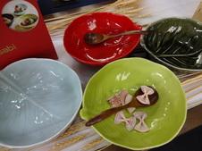4色展開のキャベツ型ボウルは、サラダやパスタなどを盛り付けるのにぴったりです。