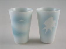 フリーカップ(青白磁富士山文・青白磁バラ文)<br />