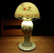 磁器で制作した「洋燈」<br />