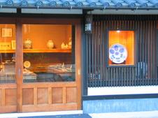 有田駅から南西、名窯が軒を連ねる南川原山の地にギャラリーがあります。<br />