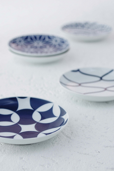 古来より伝わる日本の伝統紋様をモダンにアレンジした『KOMON』シリーズ。