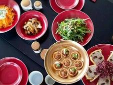 """日本の四季の情景を表現した""""JAPAN シリーズ""""の中の""""Japan Autumn""""。日本の美しい紅葉を、落ち着いた質感のゴールドと深みのあるワインレッドで表現しています。"""