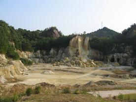泉山磁石場(国指定史跡)