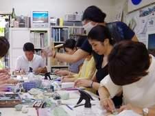 練り上げ技法で磁器を生産している、有田で唯一の、全国でも珍しい窯元です。