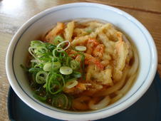 かきあげ天うどん ¥530(税込)<br/>サクッとした食感のかきあげとモチっとした麺の相性が抜群の一品です。<br/>そばもあります。