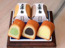 古窯の都(さと)<br />焼物を焼く「登り窯」をイメージして作られたお菓子です。<br />有田(しろあん)・伊万里(抹茶)・唐津(あずきこしあん)をイメージして作りました。<br />①8ヶ入 ¥1,296 ②15ヶ入 ¥2,317