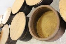 味噌蔵<br />店舗に隣接する味噌蔵では伝統の手作り味噌を低温で熟成しております。