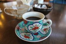 ホットコーヒー ¥300<br />ホットコーヒーをご注文の場合は、約100種類の有田焼のカップの中からお好きなものをお選びいただけます。