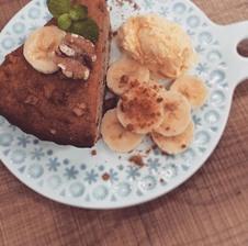 バナナとクルミのケーキ<br />   コーヒーセット  ¥880~