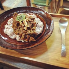 スパイスと地産根菜のキーマカレー <br />サラダ・コーヒー付きセット<br />            ¥1280