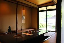 個室:中庭の美しい眺めを見ながらゆっくりとお過ごし頂けます。(要予約)