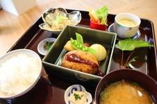 ●今週の気まぐれランチ(和食) ¥1,200(税込) メニューは週替わりです。<br/>●デザート・コーヒー又はドリンク付き ¥1,500(税込)
