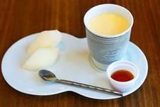 「有田焼プリン」<br/>有田の窯元が手掛けた有田焼カップ付きのプリン!<br/>季節の柄が登場するのでお好みの柄を選んでお召し上がりください。<br/>
