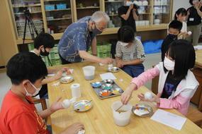 ブログ「準備の裏側」に「アートな感性が光る!有田小学校6年生が有田焼風鈴の絵付けに挑戦!」の記事をUPしました!