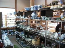 一般食器、割烹、美術品など様々あります。