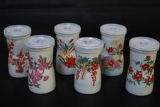 四季の華6:4カップ<br/>有田焼の陶器のカップに15度にしたのんのこ黒が入っています。<br/>飲まれた後は焼酎カップとしてお使い下さい。