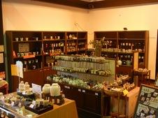 もちろん焼物コーナーもあり、ポーセリンパーク内の『やきもの市場』でもお買い物ができます。