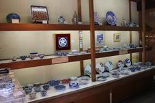 数多い源右衛門窯の商品の中でも人気商品が並ぶ