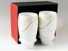 匠の蔵シリーズの中で人気のプロスト(金線)ビアグラスに新たにプラチナ線を投入したお洒落なペアグラス。同じデザインの焼酎グラスもあります。