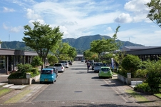 22店舗が並び、豊富な種類の商品をお選びいただける有田焼のショッピングモールです。