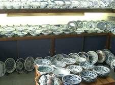 茶器、様々な大きさの皿たち。