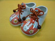 子供くつ(うさぎ)<br />片方のサイズ13.0cm×7.0cm×8.5cm<br />※実際に靴としてご使用はできません。インテリアとしてお楽しみください。