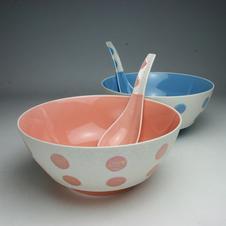 究極のラーメン鉢<br />家庭でインスタントラーメンをおいしく食べるための器をコンセプトとし、使い勝手の良さを徹底的に考え抜いて作られた人気商品です。