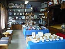 家庭用食器から業務用食器、美術品まで様々な商品をご覧いただけます。