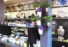 装飾品から一般食器まで展示致しております。