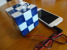 有田焼のスピーカーOTOBAKO(音箱)は、陶磁器の反響効果で音が全体に広がり、音質が上がります。<br/>持ち運びしやすいサイズですので、質のよい音楽を何処ででも味わいたい方におすすめです。