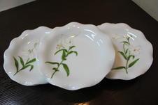 白百合 トリプレット<br/>「純潔、無垢」という白百合花言葉にちなんで、上品な「WHITE」にこだわって作られた商品です。<br/>
