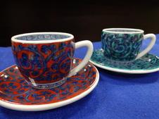 濃蛸唐草紋珈琲碗皿<br />(だみたこからくさもんこーひーわん)<br />亮秀窯によって手描きで丁寧に描かれた珈琲碗皿です。