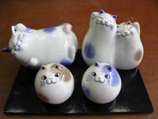 まんまる猫・笑い猫・仲良し猫 置物<br/>愛らしい表情に癒される小さな猫の置物です。<br/>猫好きな方にはたまらない商品です。