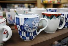 マグカップ<br/>マグカップも充実の品揃えで、絵柄はもちろん、形や大きさも様々な種類をご覧いただけます。<br />是非お気に入りを見つけて下さい。