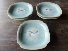 青磁染付鷺絵皿(写し)<br/>14.5㎝径×3.5㎝<br/>百閒窯で発掘された陶片をもとに再現された作品です。