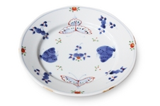 天啓花蝶シリーズ<br />福珠窯の「天啓花蝶文」シリーズは1983年から製作されていて、当時の有田の窯元の気風が反映されています。<br />30年以上経過した今でも皆様に愛され、福珠窯の定番として製作を続けている大人気シリーズです。