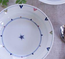 錦剣先見込花多用鉢(皓洋窯)<br />程よい深さがあり、煮汁やソースなどのある料理にも使いやすい器です。
