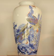明治香蘭社製 孔雀牡丹絵大花瓶(h 40㎝)<br />明治期の香蘭社製花瓶