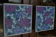 自社製絵具で絵付けした磁器製把手(とって)のある玄関が目印です。